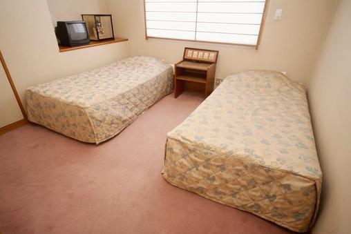 10畳和室&ツインベッドルーム和洋室(各フロアー1室)