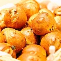 【朝食☆和洋バイキング】はい!焼き立てのパン、お待たせいたしましたぁ〜」