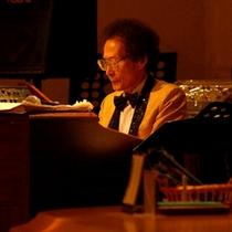 シンセサイザー生演奏【木・金・土・日】ミステリアスな夜を演出。幻想的な世界へようこそ。