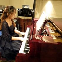 ピアノ生演奏【月・火・水】ナイトタイムにピアニストによる優美なサウンドに包まれて至福のひとときを