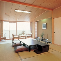 【センターウイング館 和室44平米】箱庭付きの広々純和室でのんびりゴロリ