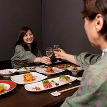 【DINING花筏】記念日や打合せにもピッタリ。ムード感のある半個室。