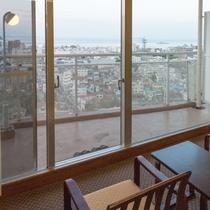 【センターウイング館 和洋室44平米】眺望抜群!伊東の町並みから水平線まで。