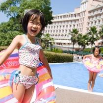 プールで遊ぶ子供達♪(夏限定)
