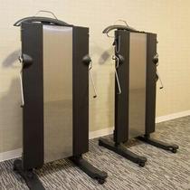 ◆【ズボンプレッサー】各客室階エレベータ前にご用意しております。