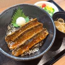 ◆【無料夕食】メニュー一例『サンマの蒲焼き丼』※平日限定&食数限定でご提供♪