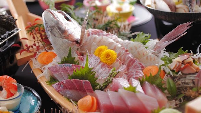 【松阪牛とA5等級国産牛希少部位食べ比べ】伊勢えび1尾あわび1個、鯛の舟盛りを堪能