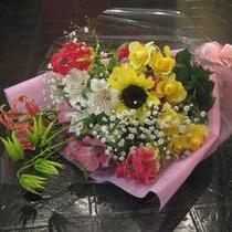 お祝いや記念日に花束のプレゼントはいかが?予算に合わせてご用意致します。