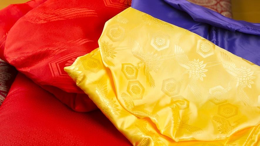 赤、黄、紫のちゃんちゃんこを用意しております。