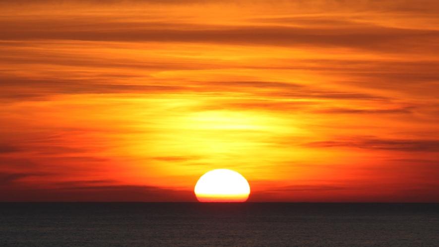 海側のお部屋からの朝日です。早起きにチャレンジしてお部屋から日の出を見よう!