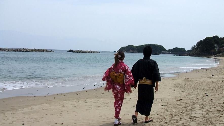 夕飯まで少し時間があったら…海へお散歩!心地いい波音に癒されます。