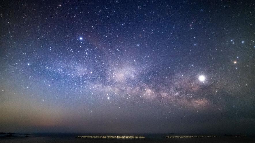 当館目の前の千鳥ヶ浜で見る星空