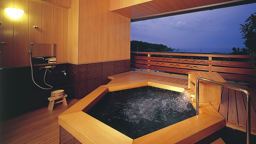 【貸切風呂・和風タイプ】木のぬくもりがやさしい和風造りです。
