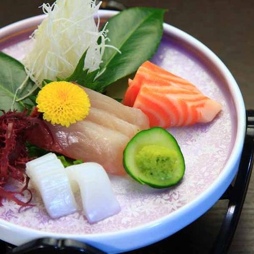 夕食一例_お造り_市場で仕入れた新鮮魚介をお刺身で♪福岡の魚介も旨味がしっかりです♪