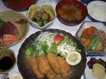 夕食の一例です。ごはんは新潟産こしひかりを使用