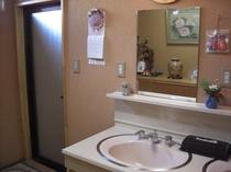 小浴場(女性用)洗面場です。