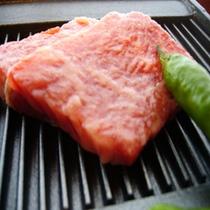 知多牛鉄板焼(6億年前の岩塩でお召し上がりください)