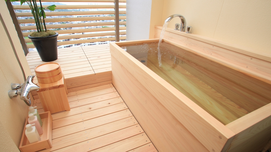 【中館】グレースフロア/エルミタージュフロア 半露天風呂一例 ※客室のお風呂は温泉ではありません。