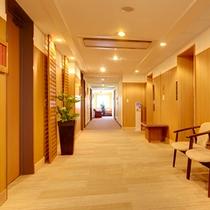 3階エレベーターホール〜廊下