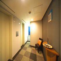館内-エレベーターホール前-