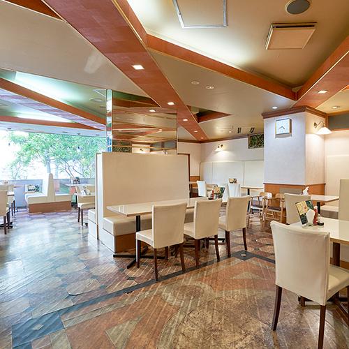 【1階レストラン】明るく清潔感のあるレストランです!