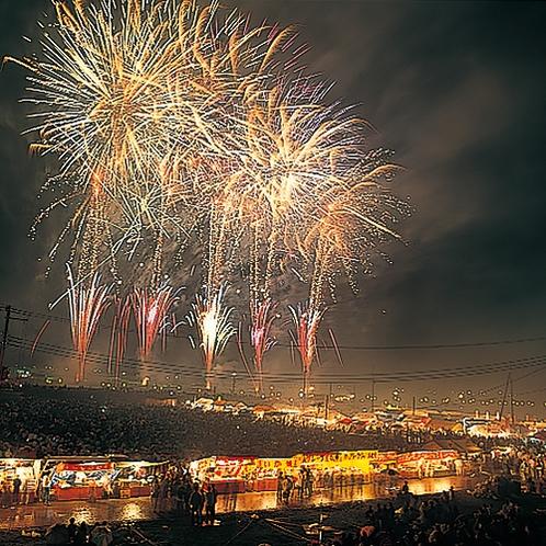 【夏】大曲の花火 全国花火競技大会8月第4土曜開催。花火師自らが打ち上る花火は最も権威があるという