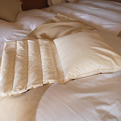 【全客室】好みに調整できる安眠枕。異なる素材で分かれているのでお好きな使い方ができます。