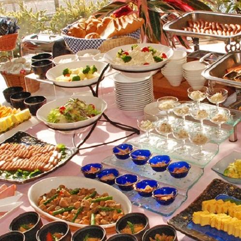 【バイキング朝食】7Fレストランで横手の町を眺めながらいただく和洋豊富なバイキングスタイルの朝食