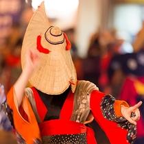 【夏】西馬音内盆踊り 羽後町8月16~18日開催。編笠や彦三頭布で顔を隠した踊り子は優美で夢幻の世界