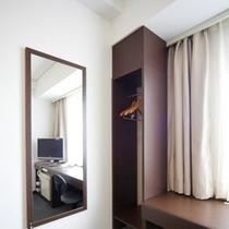 ダブルルーム・ツインルームには専用の荷物スペースを完備