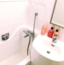 浴室はユニットタイプ。清潔感を重視した清掃に取り組んでおります。