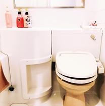こじんまりとしながらも清潔感あふれる浴室です。