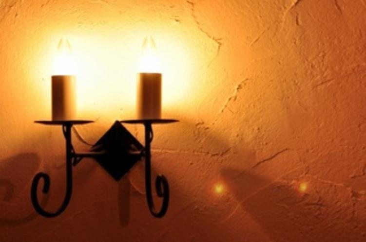 スペインの雰囲気漂う壁ライト。