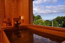 2010年12月新設の檜露天風呂。