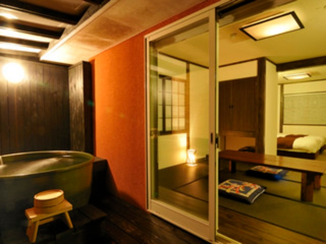 7号室。いつでも入れる露天風呂。