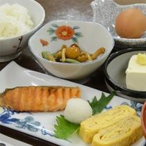 *朝食は和食になります/一例。白米が進む、おかずの数々。