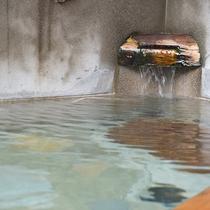 *【部屋(半露天付和室)10】お部屋のお風呂も、もちろん源泉掛け流し!