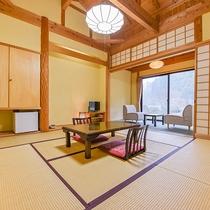 *【部屋(半露天付和室)1】8畳の和室と、二人掛け用ソファがございます。