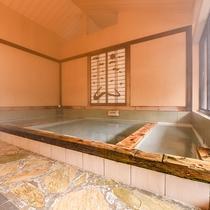*【風呂(大浴場・女湯)2】お湯の熱さの異なる浴槽。寝湯もあります。