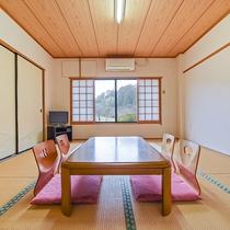 *【部屋(本館和室)3】窓の外には、田園風景が広がります。
