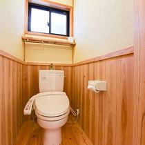*【部屋(半露天付和室)16】ウォシュレット付の独立トイレ。清潔を心掛けています。