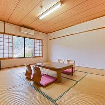 *【部屋(本館和室)1】ホッと落ち着く畳の香りを感じて、ごゆっくりお寛ぎ下さい。