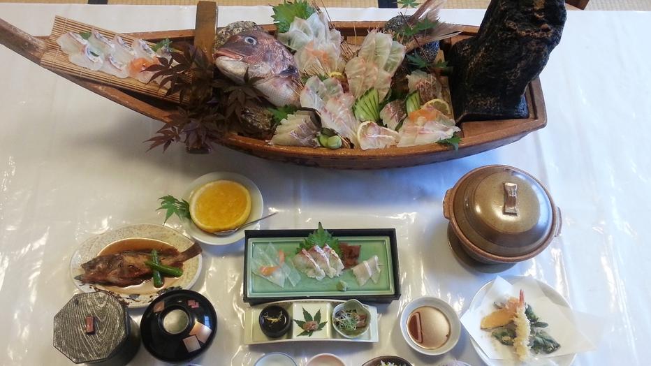 *【お料理】夕食一例。舟盛り付きは4名様から★
