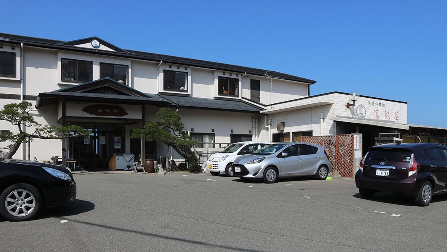 *【駐車場】宿の前に11台まで屋外駐車場あります。