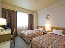 ツインルーム。2つのベッドでゆったりおすごしいただけます。