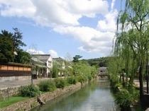 倉敷美観地区。情緒あふれる白壁の町で、川流しや人力車など非日常をお楽しみください♪