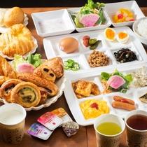 当館自慢の焼き立てパン健康朝食はバイキング形式