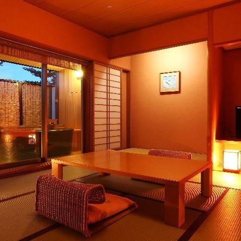 【露天風呂付客室】お好きな時に湯浴みが楽しめる露天風呂が付いた客室※一例
