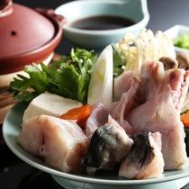 【河豚鍋】肉厚でぷりぷりとした河豚の身と野菜をポン酢でいただく贅沢なお料理※イメージ