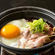 【朝食/甲州ワイントンの陶板焼き~卵を添えて~】卵の黄身と絡めるとご飯が進んじゃいます♪